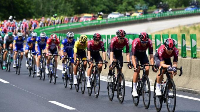 El Tour de Francia francés 2020 puede cancelar, el ministro de deportes francés dice que el gobierno no da prioridad a los deportes