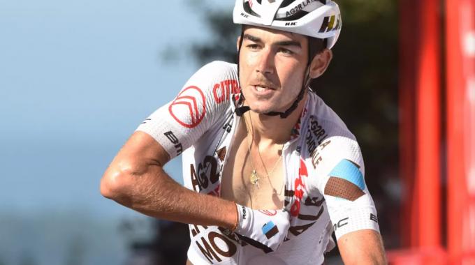 Clément Champoussin venció al piloto de la general por la victoria final en la impresionante etapa 20 de la Vuelta a España