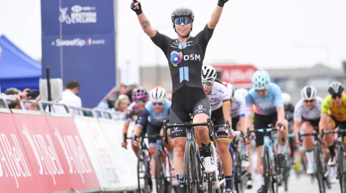 Lorena Webers gana dos puntos en la quinta etapa del Tour Femenino 2021