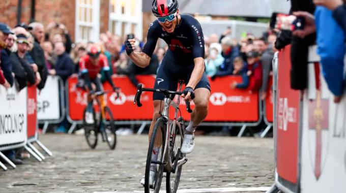 Ben Swift defendió con éxito su título en la British National Road Race